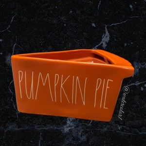 🆕 Rae Dunn PUMPKIN PIE 2 Wick Scented Pie Candle